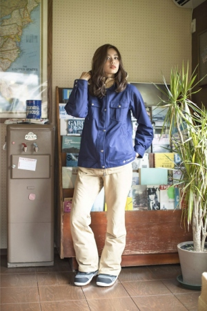 """<a href=""""/product/solid-poket-jkt"""">JACKET : SOLID POKET JACKET NAVY ¥26,000</a>/  <a href=""""/product/color-pant"""">PANT : COLOR PANT BEIGE ¥22,000</a>/ <a href=""""/product/chiffon-a-top-2"""">BOOTS : CHIFFON A-TOP C-GRAY ¥2,9000</a>"""