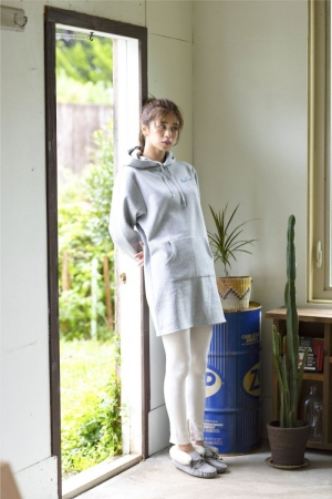 """<a href=""""/product/graphic-tunic"""">TOPS : GRAPHIC TUNIC GRAY ¥5,800</a>"""