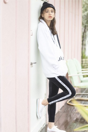 """<a href=""""/product/logo-tape-boxy-hoodie"""">TOPS : LOGO TAPE BOXY HOODIE WHITE ¥5,500</a>/  <a href=""""/product/velour-tape-jogger"""">PANTS : VELOUR TAPE JOGGER BLACK ¥2,700</a>/  <a href=""""/product/rib-wacht"""">CAP : RIB WATCH BLACK ¥2,700</a>"""
